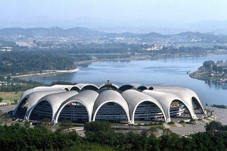 7 Самых больших футбольных стадионов в мире