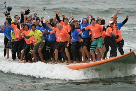 Самое большое количество человек, прокатившихся на доске для серфинга