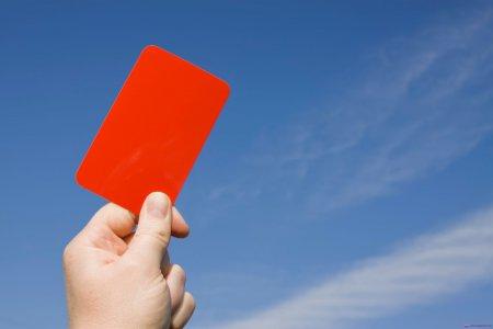 Судья, показавший красную карточку самому себе