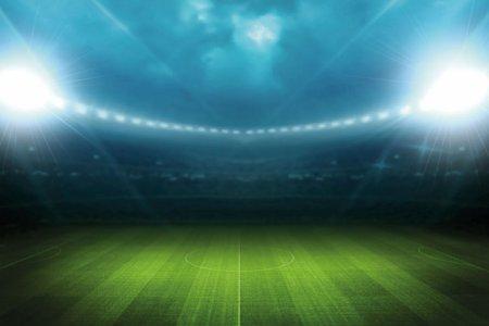 Почему футбольные поля «полосатые»?