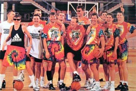 Когда сборная Литвы по баскетболу выбрала официальным символом скелет?
